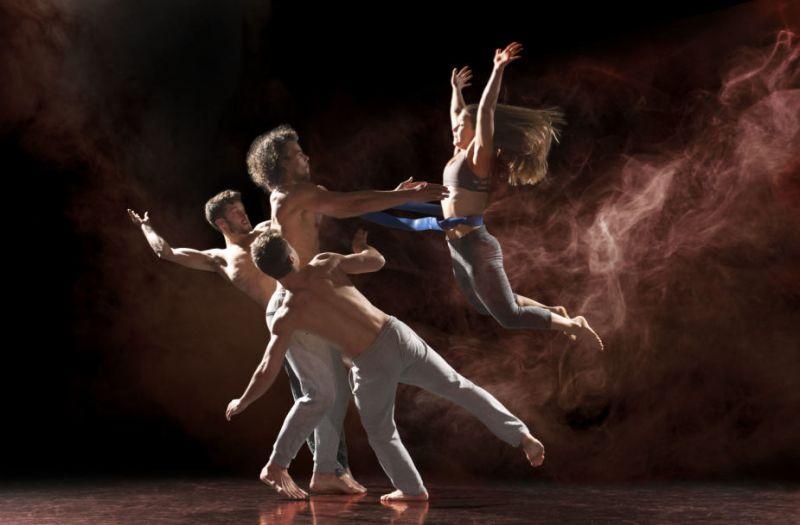 """Šiuolaikinio cirko festivalio svečiai """"Barely Methodical Troupe"""". Chriso Nasho nuotrauka"""