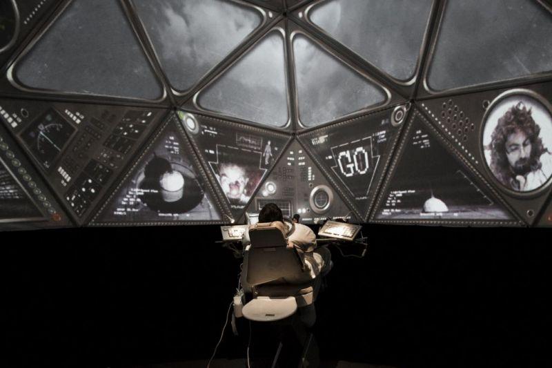 """Scena iš spektaklio """"Kosmonautas Jurijus"""". Donato Ališausko nuotrauka"""