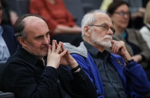 Menotyrininkas, šokio kritikas, VDA Dailėtyros katedros vedėjas Helmutas Šabasevičius (kairėje). Arūno Sartanavičiaus / Lietuvos nacionalinės Martyno Mažvydo bibliotekos nuotrauka