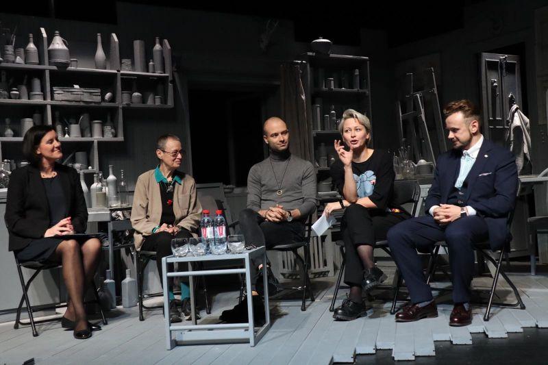 Daiva Baltūsytė-Len pristato režisierius, menininkus ir VMT sezoną. VMT archyvo nuotrauka
