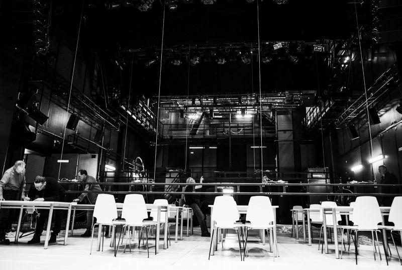 Montuojama Klaipėdos dramos teatro didžioji scena. Vilijos Paulauskaitės nuotrauka