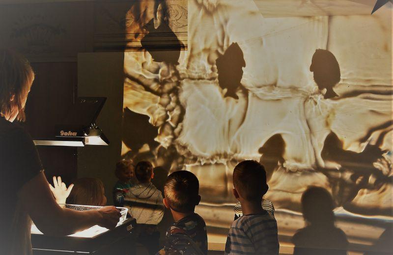 """Kūrybinės dirbtuvės pagal Ž. Verną """"Aplink žemę per 80 dienų"""". Lietuvos Prancūzų institutas. Agnės Judzenytės nuotrauka"""