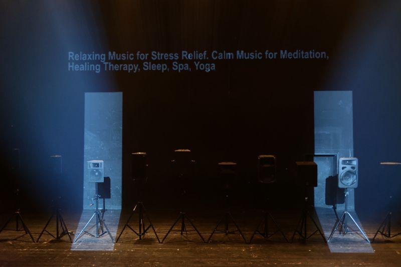 """Arturo Bumšteino garso instaliacija-performansas """"Olympian Machine"""". Martyno Aleksos nuotrauka"""