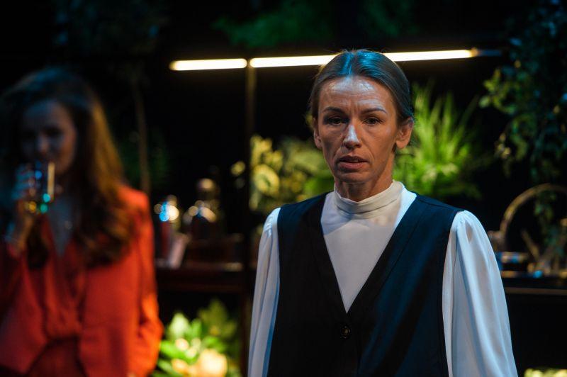 """Motina - aktorė Viktorija Kuodytė. Scena iš spektaklio """"Motina"""". Nuotrauka iš KJT archyvo"""