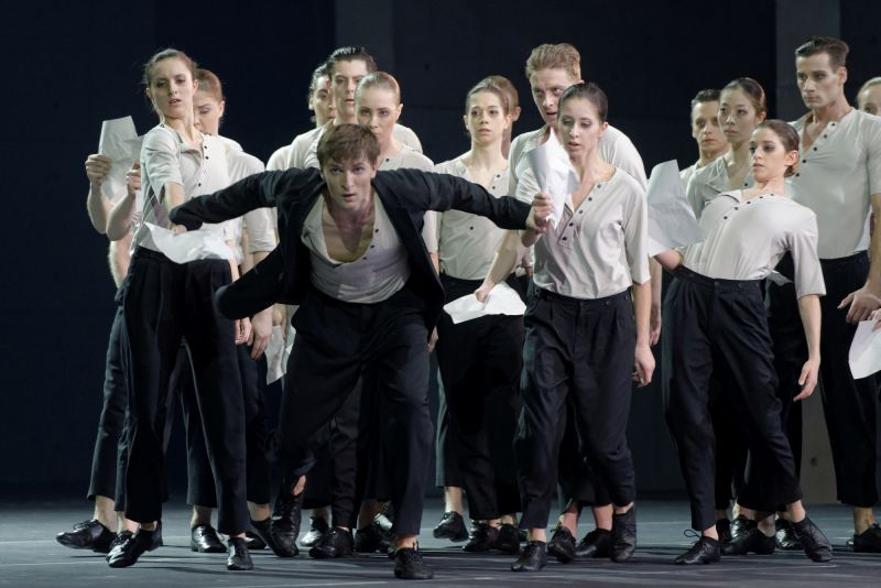 "LNOBT baleto trupės solistas Ernestas Barčaitis Martyno Rimeikio balete ""Procesas"". Martyno Aleksos nuotrauka"