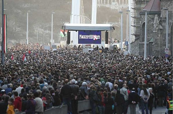 Asociatyvi nuotrauka. Protestas prieš Vengrijos vyriausybę. Nuotrauka iš thecontrarianhungarian.wordpress.com