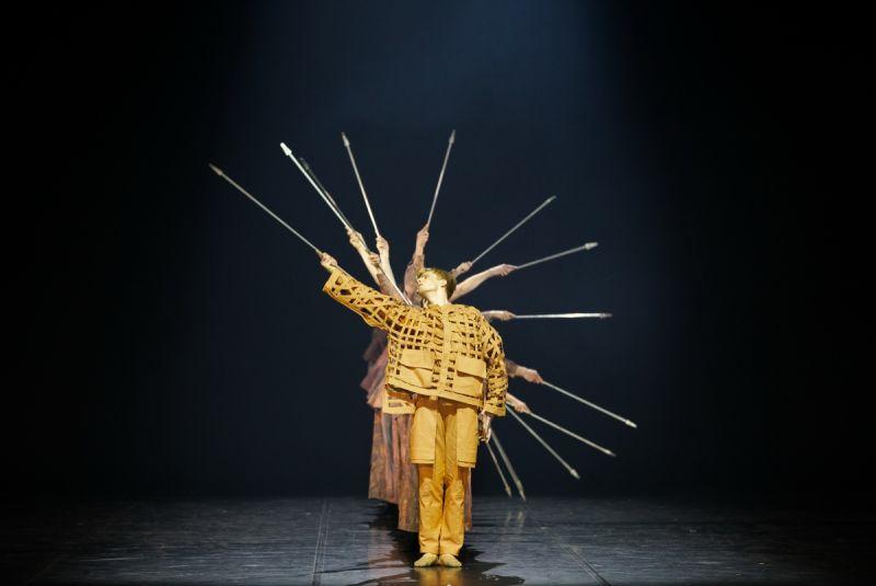 """Scena iš spektaklio """"Hamletas"""". A. Zeltiņos nuotrauka"""