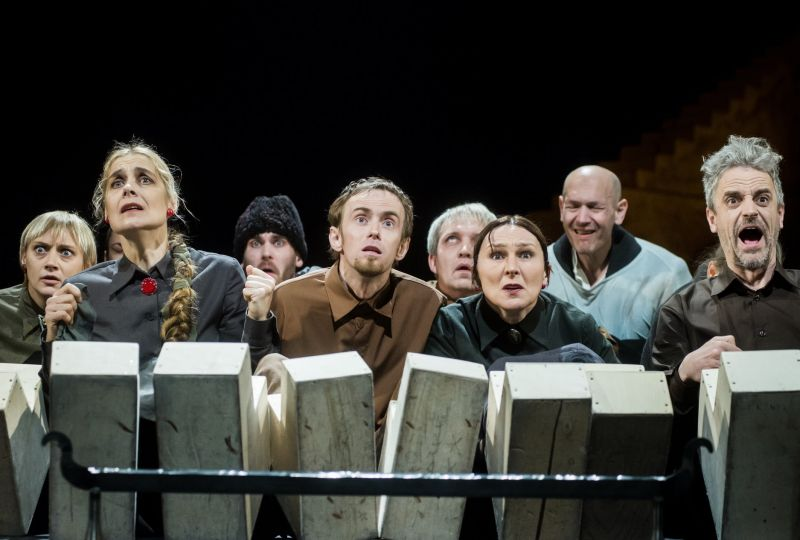 """Scena iš spektaklio """"Borisas Godunovas"""", režisierius Eimuntas Nekrošius. Dmitrijaus Matvejevo nuotrauka"""