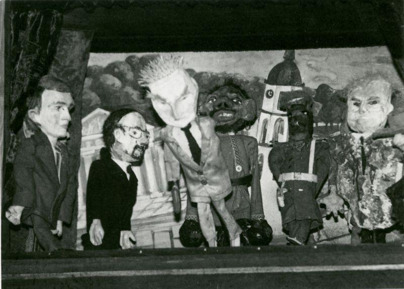 """Spektaklio """"Revoliucijos lopšinės"""" lėlės. Nuotrauka iš asmeninio Gintaro Varno archyvo"""