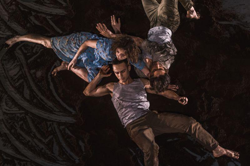 """Scena iš spektaklio """"Aš esu Kovo 11"""", choreografas Darius Berulis. Eglės Sabaliauskaitės nuotrauka"""