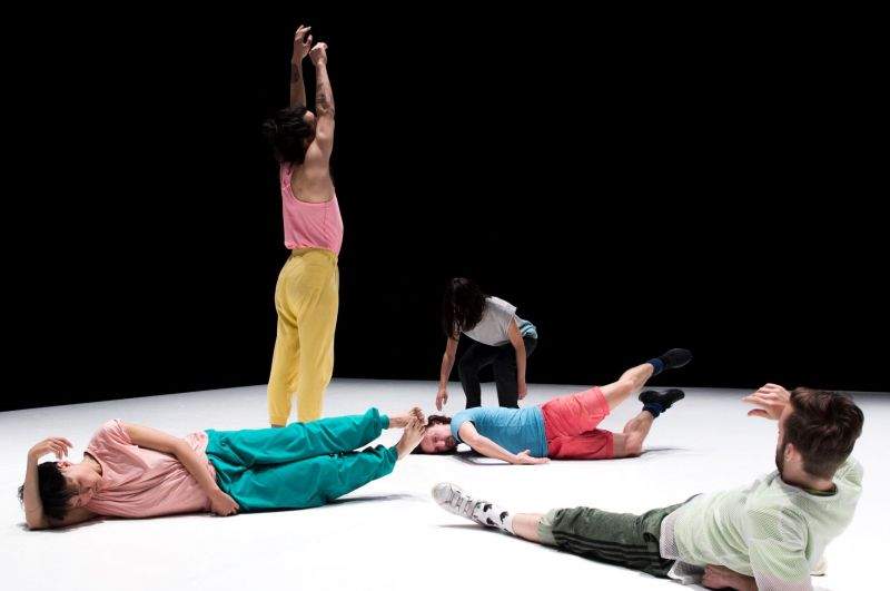 """Scena iš šokio spektaklio """"Kosminė meilė"""". Mathieu Verreault nuotrauka"""