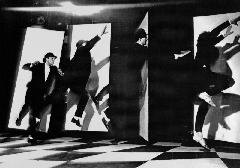 """Scena iš spektaklio """"Ten būti čia"""", režisierius Oskaras Koršunovas. Nuotrauka iš OKT archyvo"""