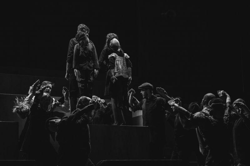 """Scena iš spektaklio """"Mūsų klasė"""". Nuotrauka iš KDT archyvo"""