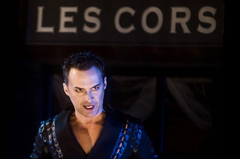 """Scena iš operos spektaklio """"Faustas"""", režisierė Dalia Ibelhauptaitė. Faustas - Edgaras Montvidas. Dmitrijaus Matvejevo nuotrauka"""