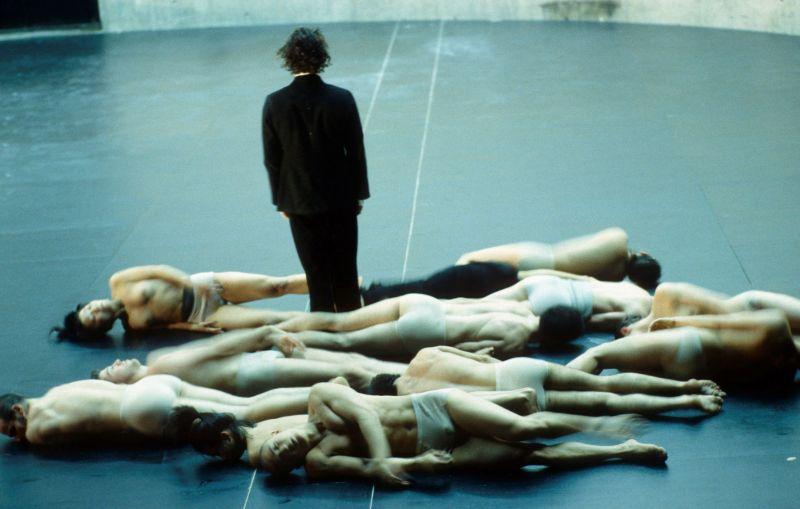 "Scena iš spektaklio ""Körper"", choreografė Sasha Waltz. Bernd Uhlig nuotrauka"