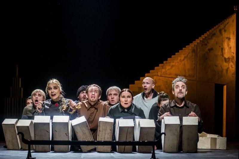 """Scena iš spektaklio """"Borisas Godunovas"""" (rež. Eimuntas Nekrošius). Dmitrijaus Matvejevo nuotrauka"""