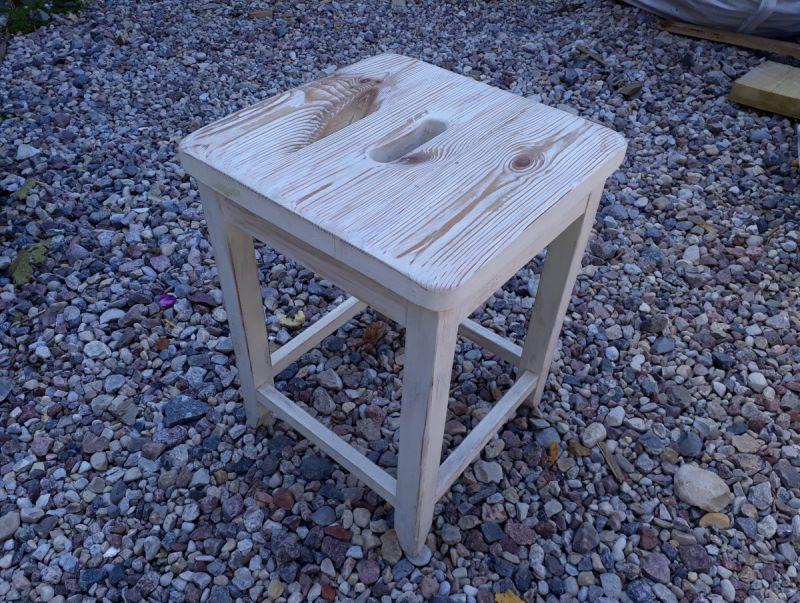 Tobula taburetė. Suprojektavo Jonas Arčikauskas, pagamino meistras Fadej Sakovič. Julijaus Lozoraičio nuotrauka