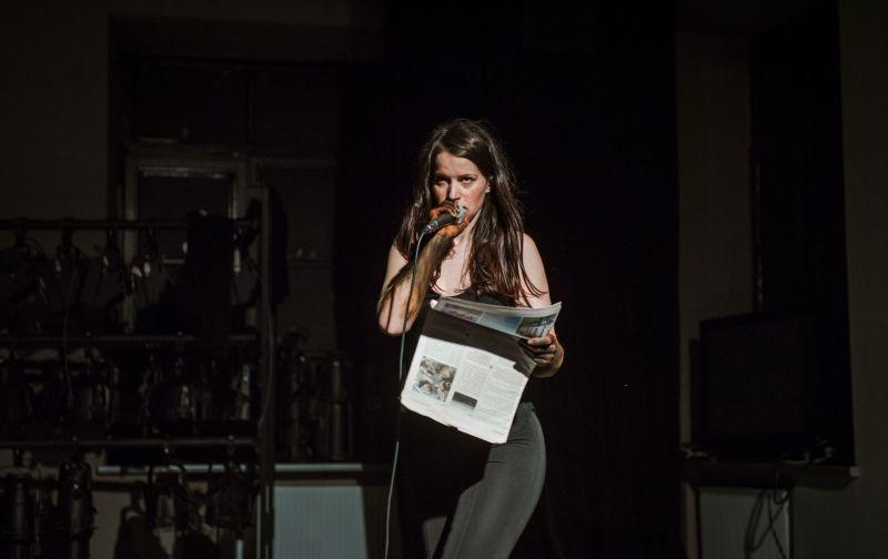 """Akimirka iš performanso """"Atvanga I"""", autorė Austėja Vilkaitytė. Nuotrauka iš organizatorių archyvo"""