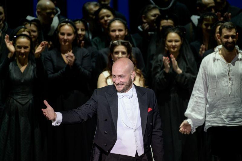 """Operos """"Ana Bolena"""" pastatymo muzikos vadovas, teatro Operos meno vadovas Sesto Quatrini. Martyno Aleksos nuotrauka"""