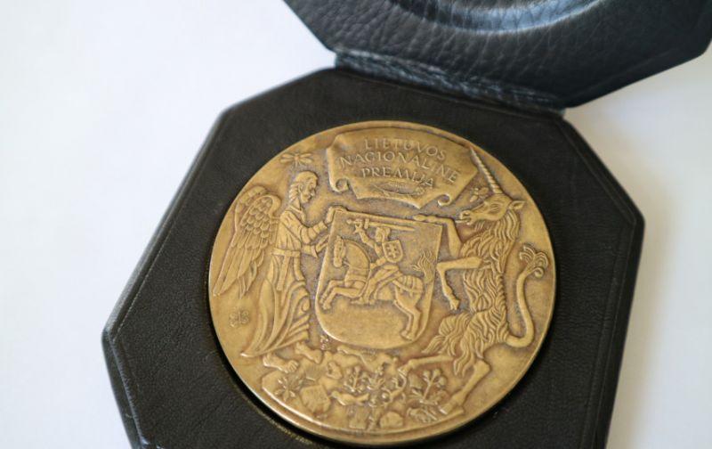 Lietuvos nacionalinės kultūros ir meno premijos laureato medalis. Nuotrauka iš LR Kultūros ministerijos archyvo