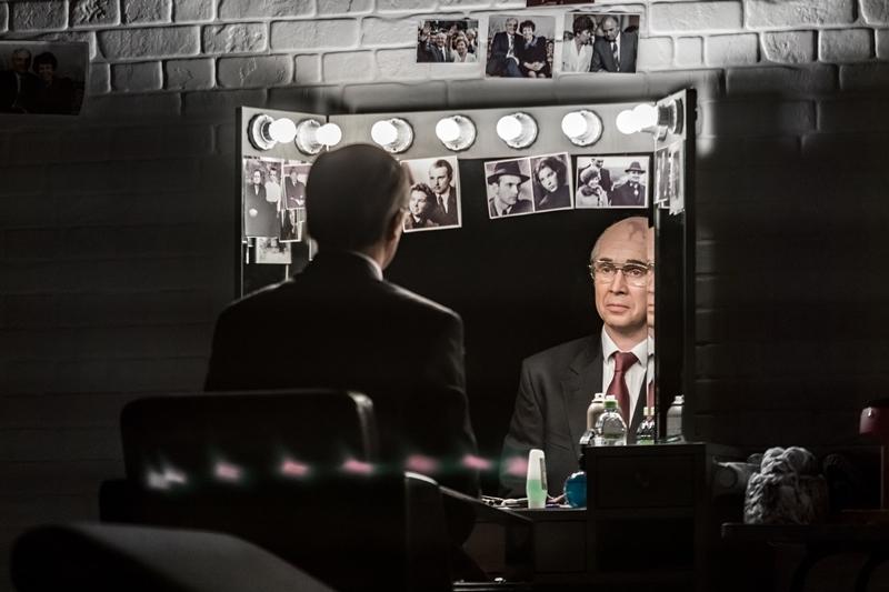 """Scena iš spektaklio """"Gorbačiovas"""", režisierius Alvis Hermanis (Maskvos Nacijų teatras, 2020). Iros Poliarnajos nuotrauka iš Nacijų teatro archyvo"""