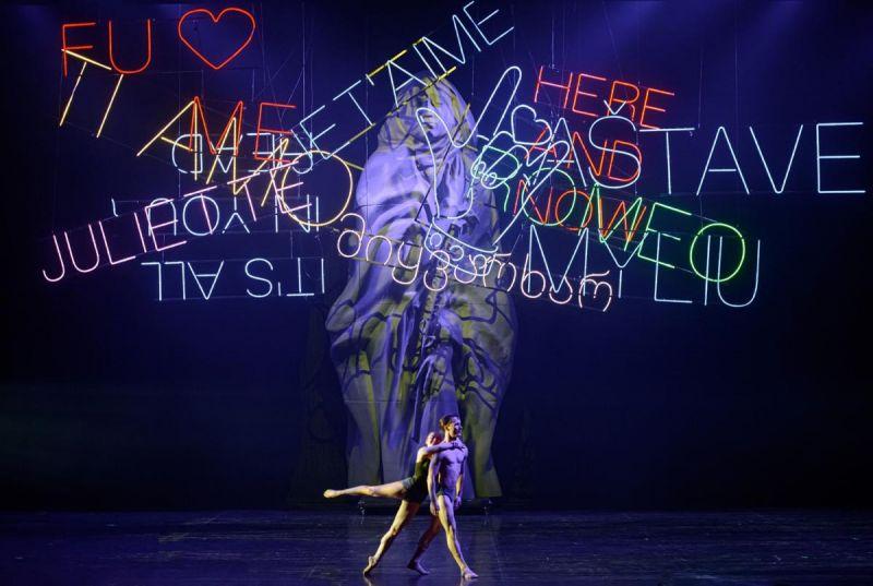 """Scena iš Sergejaus Prokofjevo baleto """"Romeo ir Džuljeta"""", choreografas Kirilas Simonovas. Martyno Aleksos nuotrauka"""