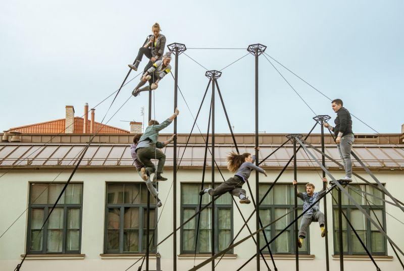 """Akimirka iš spektaklio """"Monstro"""", trupė """"Collectif Sous le Manteau"""", Prancūzija (festivalis """"Helium"""", 2021). Dainiaus Putino nuotrauka"""