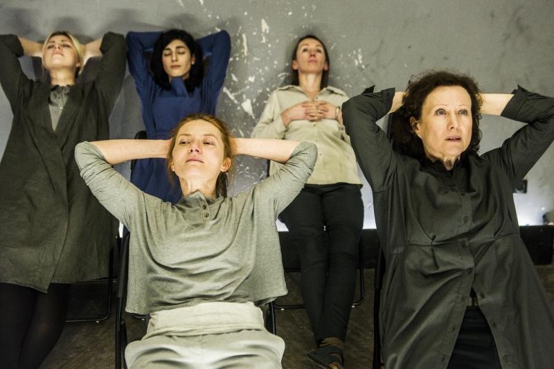 """Scena iš spektaklio """"Terapijos"""". Dmitrijaus Matvejevo nuotrauka"""