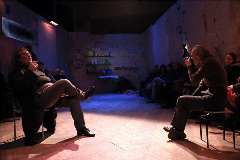 """Henris (Antanas Venckus) ir Mae (Monika Šaltytė) spektaklyje """"Dumblas"""". Sauliaus Jankausko nuotrauka"""