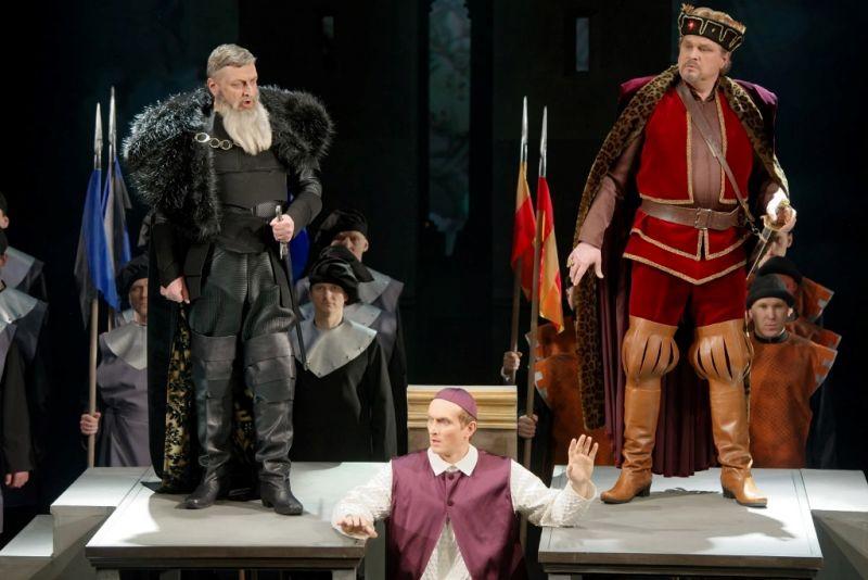 """Opera """"Radvila Perkūnas"""", derybų scena. Martyno Aleksos nuotrauka"""