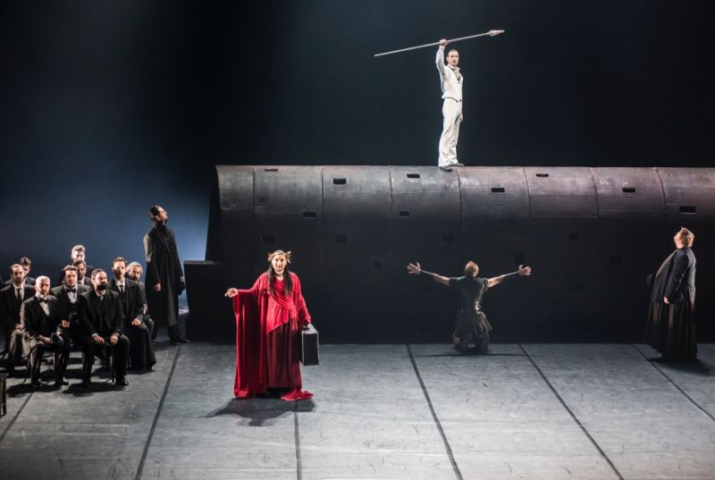 """Scena iš Jevgenijaus Vachtangovo teatro spektaklio """"Edipas karalius"""". Dmitrijaus Matvejevo nuotrauka"""