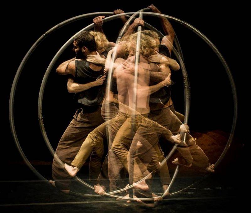 """Pirmas Naujojo cirko savaitgalio spektaklis """"Šventasis medis"""", Compagnie Mpta (Prancūzija). Dmitrijaus Matvejevo nuotrauka"""