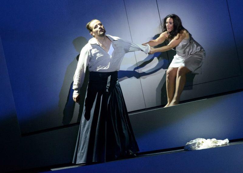 """Opera """"Hercogo Mėlynbarzdžio pilis"""". Režisierius - Csaba Káelis. Judita - Andrea Szántó, Mėlynbarzdis - Krisztiánas Cseras. Martyno Aleksos nuotrauka"""