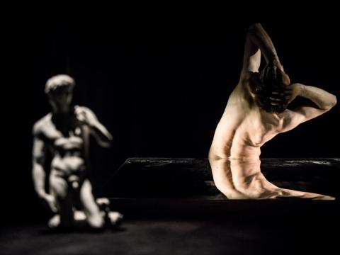 """Scena iš spektaklio """"Doriano Grėjaus portretas"""". Lauros Vansevičienės nuotrauka"""