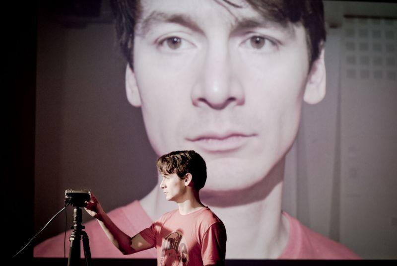 "David Fukamachi Regnfors spektaklyje ""Lapkričio 20-oji"". ""Jupither Josephsson Theatre Company"" nuotrauka"