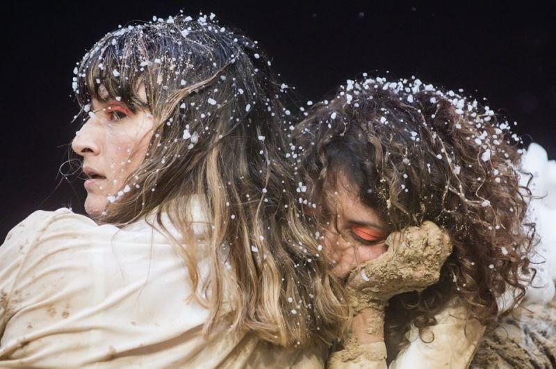 """Sabina Scarlat ir Irene Russolillo spektaklyje """"Uniforma"""". Dmitrijaus Matvejevo nuotrauka"""
