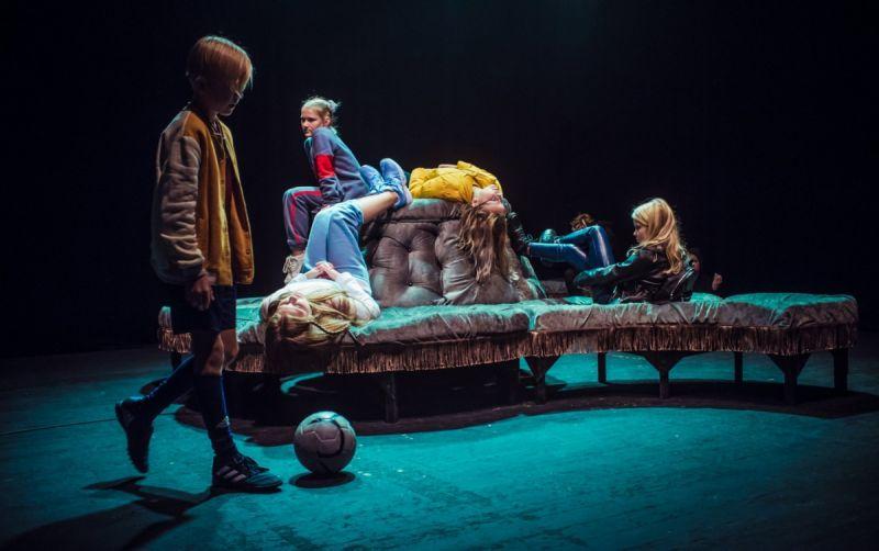 """Akimirka iš spektaklio """"Žuvėdra (remix)"""", režisierius Gediminas Rimeika. Dainiaus Putino nuotrauka"""
