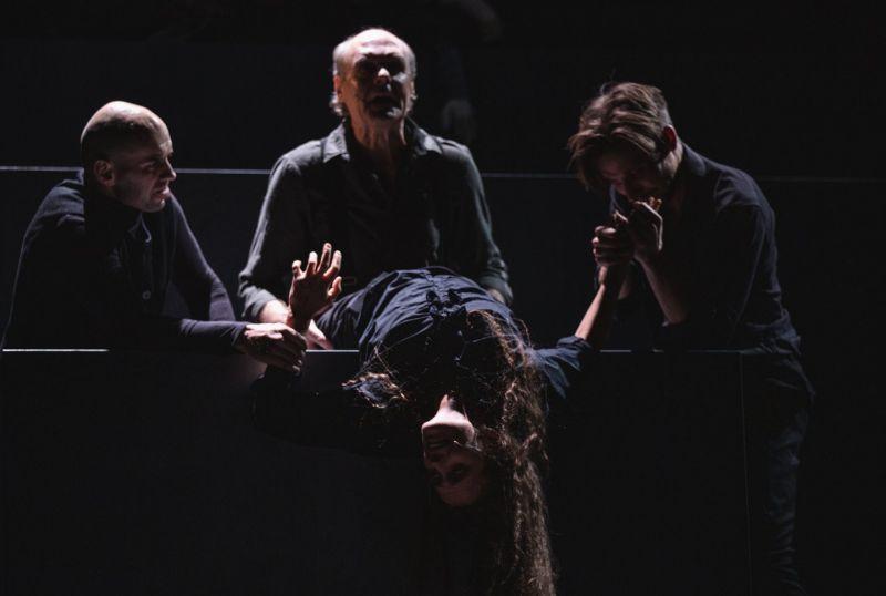 """Scena iš spektaklio """"Mūsų klasė"""", režisierius Oskaras Koršunovas. Kemel Photography nuotrauka"""