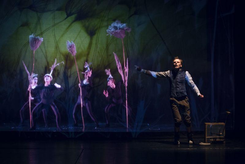 """Scena iš spektaklio """"Mano fėjų herbariumas"""", režisierius ir scenografas Povilas Makauskas. Donato Stankevičiaus nuotrauka"""