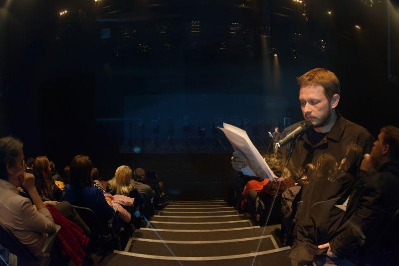 """Garso instaliacija-performansas """"Olympian Machine"""", idėjos ir garso montažo autorius Arturas Bumšteinas. Martyno Aleksos nuotrauka"""