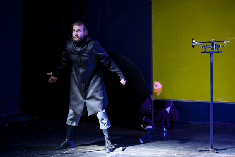 """Scena iš spektaklio """"Memofutura"""", dramaturgas ir režisierius Jonas Tertelis. A.Kazlausko nuotrauka"""