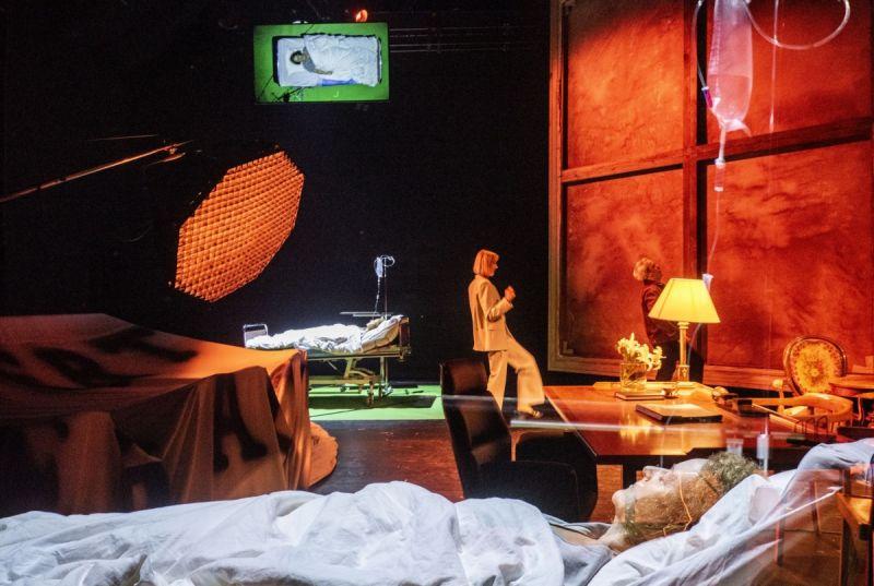 """Scena iš spektaklio """"Alisa"""", režisierius Antanas Obcarskas. Dmitrijaus Matvejevo nuotrauka"""