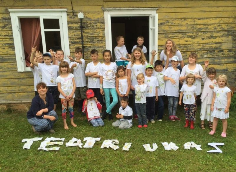"""Ketvirtą kartą """"Teatriukas"""" organizuoja dienos stovyklą kaimo vaikams. Žilvino Ramanausko nuotrauka"""