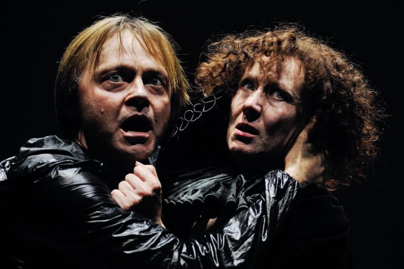 Hamletas - Darius Meškauskas  ir Gertrūda - Nelė Savičenko. Dmitrijaus Matvejevo nuotrauka