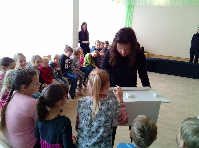 """""""Lėlių teatro magijos"""" dirbtuvės su vaikais Šiaurės Lietuvoje. Rengėjų archyvo nuotrauka"""