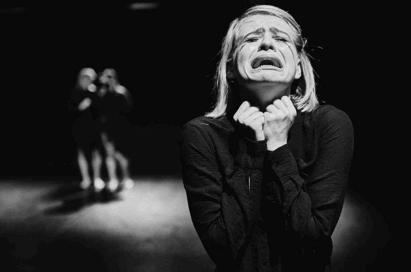 """Lenkijos šokio trupės """"Around Centre Group"""" spektaklis """"Gedėtojos"""". Klaudynos Schubert nuotrauka"""