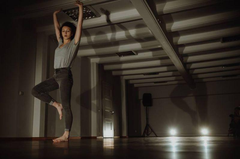 """Oksana Griaznova šokio monospektaklyje """"Asmens kodas"""". Rengėjų archyvo nuotrauka"""