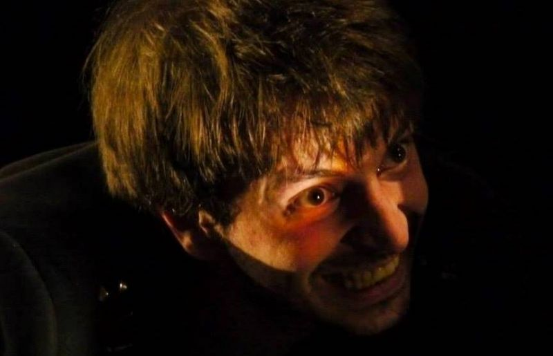 """Aktorius Maksimas Tuchvatulinas vaidina monospektaklį  """"Vilkinė meilė"""". Arturo Aleksejevo nuotrauka"""