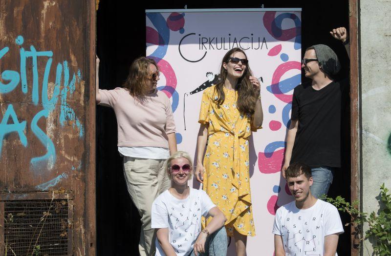"""Festivalio """"Cirkuliacija"""" organozatoriai su """"Kaunas 2022"""" partneriais festivalio spaudos konferencijoje. Organizatorių archyvo nuotrauka"""