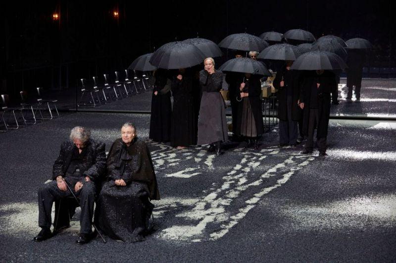 """Scena iš spektaklio """"Dalykai, kurie praeina"""". Christophe Raynaud de Lage nuotrauka"""